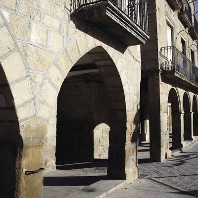 Cases porxades a la plaça de Catalunya