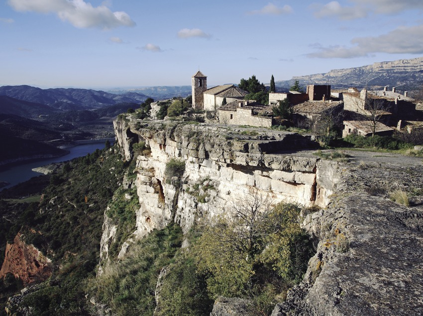 View of Siurana and the reservoir  (Miguel Raurich)