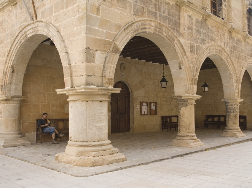 Porch of the palace, currently the town hall  (Miguel Raurich)