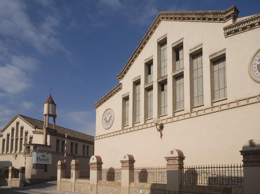 Exterior del celler modernista