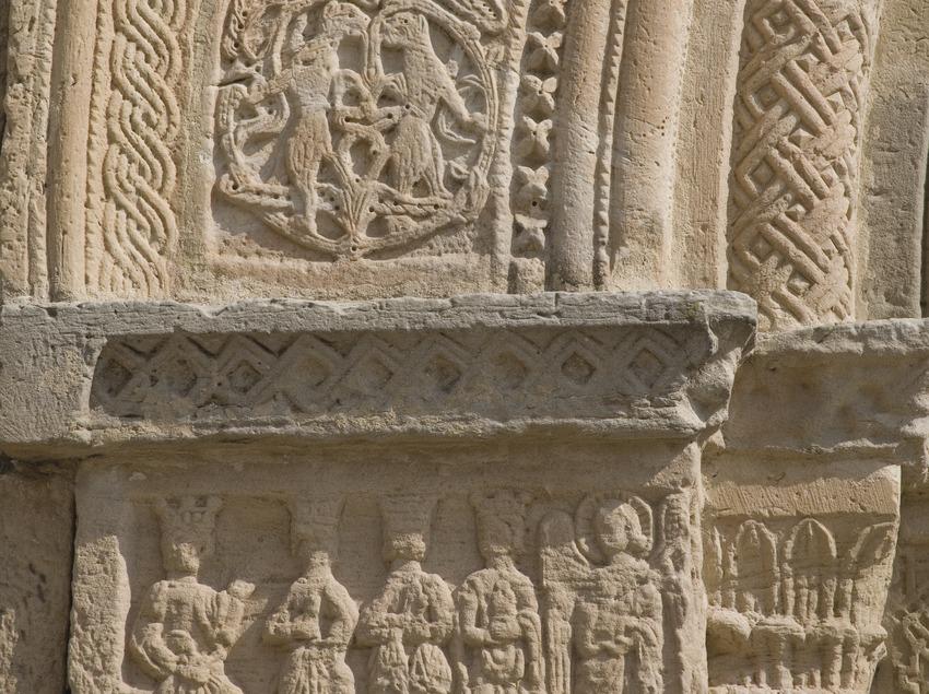 Detalle de la portalada de la iglesia de Santa Maria de Bell-lloc.  (Miguel Raurich)