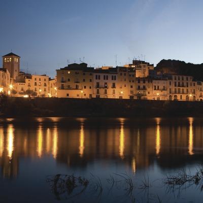Vista nocturna de la localidad y el río Ebro  (Miguel Raurich)