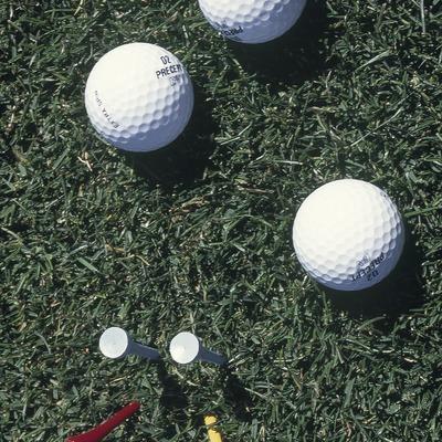 Pelotas y tees de golf  (Marc Ripol)