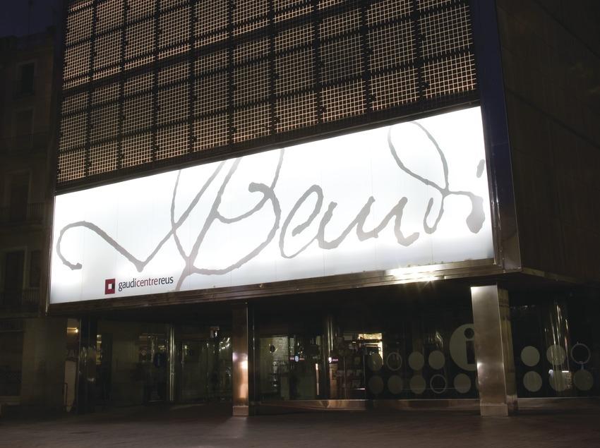 Vista nocturna del Centro Gaudí de Reus  (Miguel Raurich)