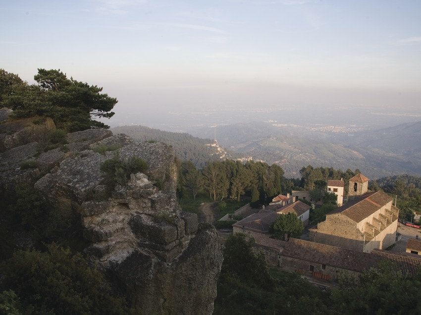 Església de Sant Miquel i serra de la Mussara