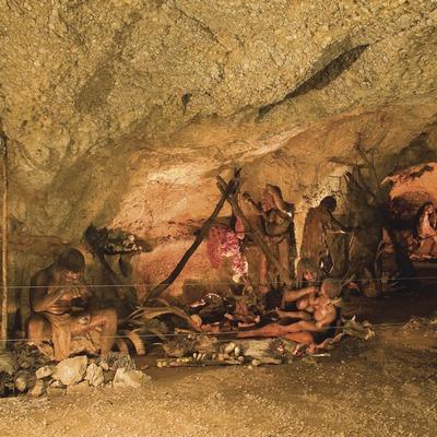 Reproducció de la vida a la prehistòria a les Coves de l'Espluga.  (Miguel Raurich)