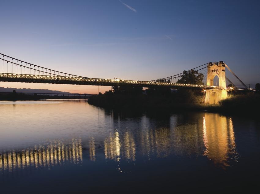 Vue nocturne du pont sur l'Èbre