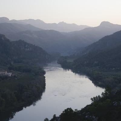 Vue de l'Èbre depuis le château des Templiers, au fond, la sierra de Cardós  (Miguel Raurich)