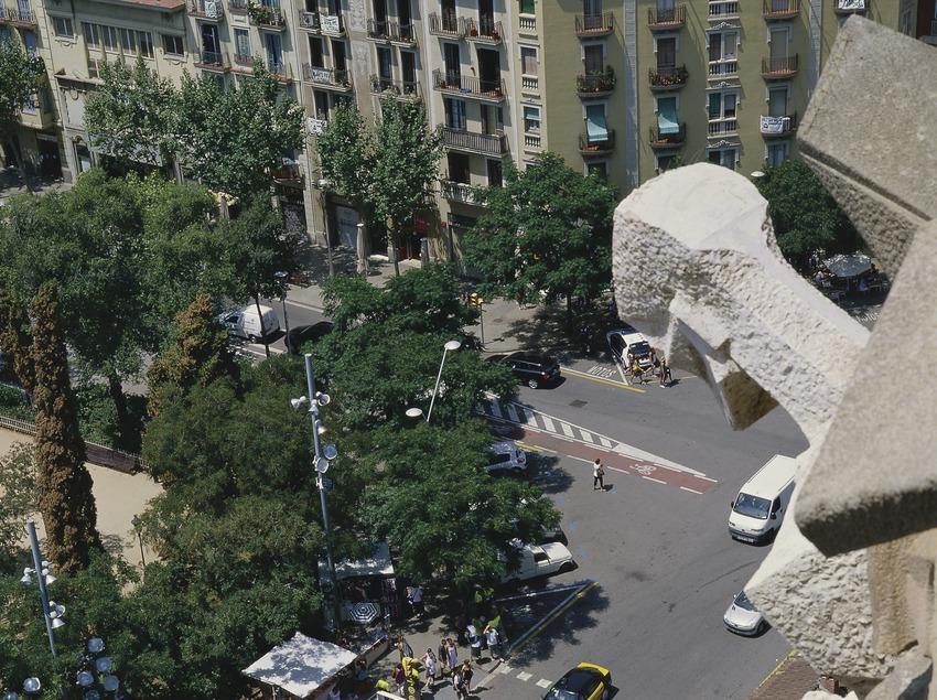 Bus touristique devant la temple expiatoire de la Sagrada Familia (Imagen M.A.S.)