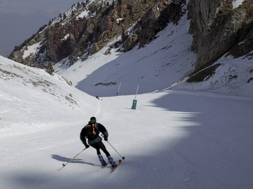 Спуск на горнолыжном курорте Мазелья (Nano Canas)