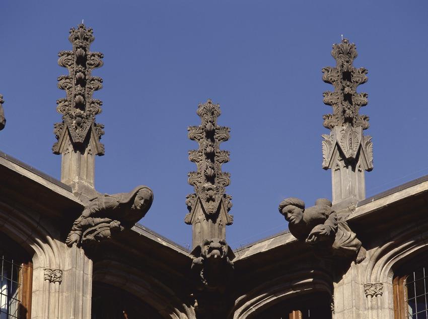 Pinacles i gàrgoles del pati dels Tarongers. Palau de la Generalitat (Imagen M.A.S.)