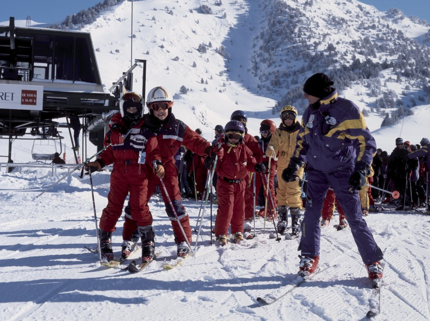 Skiing course for beginners at the Baqueira Beret Ski Resort (Nano Canas)