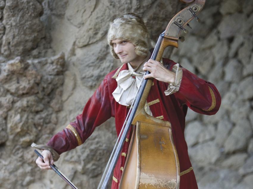 Músico en el Park Güell.  (Imagen M.A.S.)