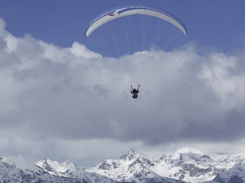 Прыжок с парапланом на горнолыжном курорте Бои-Тауль
