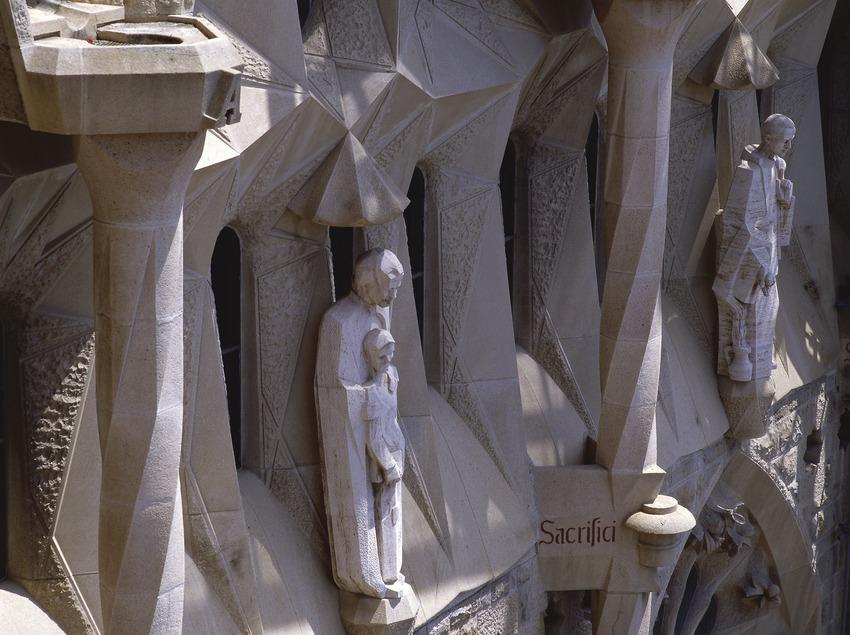 Detalle del pórtico de la fachada de la Pasión del Templo Expiatorio de la Sagrada Familia (Imagen M.A.S.)