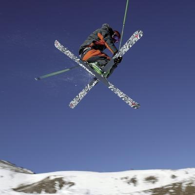 Skier doing acrobatics