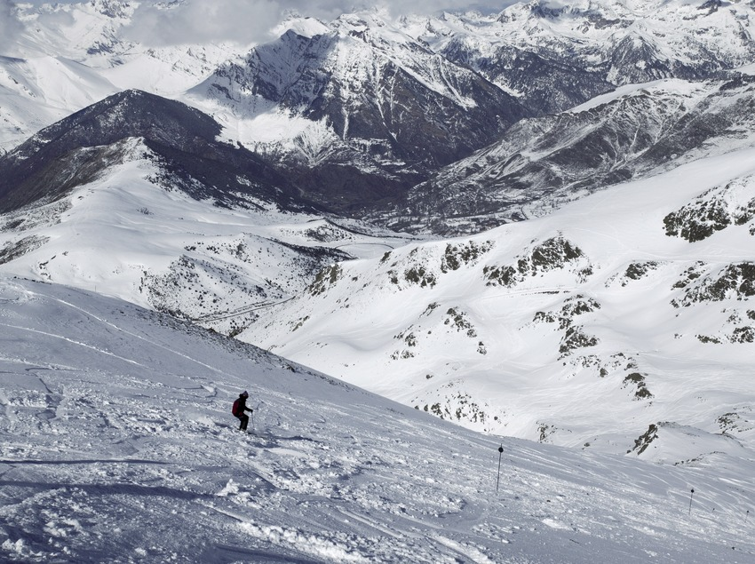 Descent at the Boí-Taüll Ski Resort, with the valley in the background
