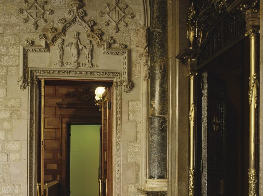 Porta de la llotja del pati dels Tarongers del Palau de la Generalitat (Imagen M.A.S.)