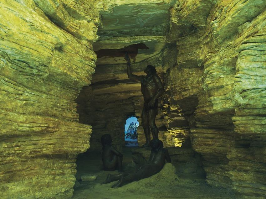 Recreació d'una cova amb pintures rupestres al Museu d'Arqueologia de Catalunya. (Imagen M.A.S.)