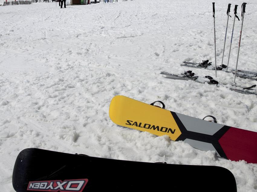 Tablas de snowboard en la estación de esquí de Vallter 2000 (Nano Canas)