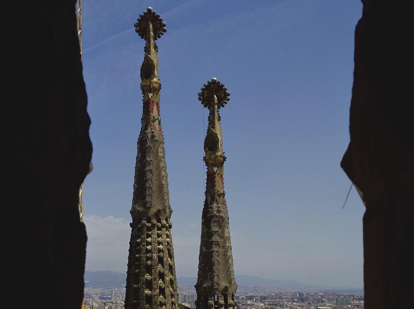 Vista aérea de la nave central y torres de la basílica de la Sagrada Familia (Imagen M.A.S.)