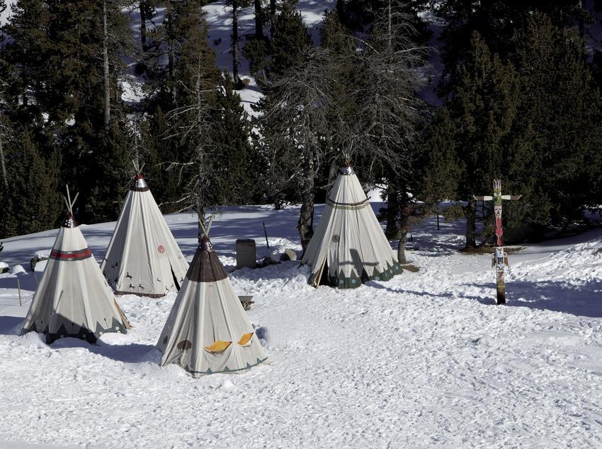 Village indien situé à 2 000 m, à la station de ski de Spot Esquí (Nano Canas)