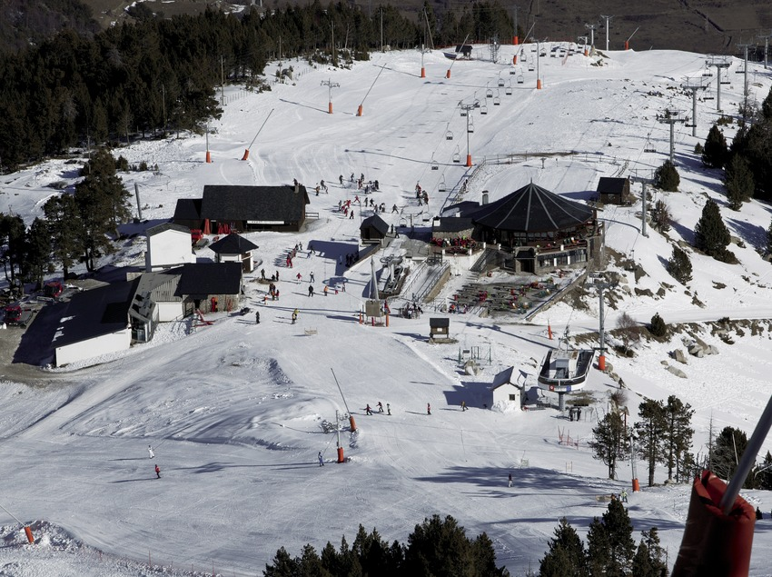 Vista aèria de l'estació d'Espot Esquí (Nano Canas)