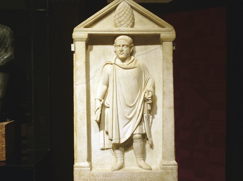 Estela funerària dedicada a Aureli Firminià. Museu d'Arqueologia de Catalunya (Imagen M.A.S.)