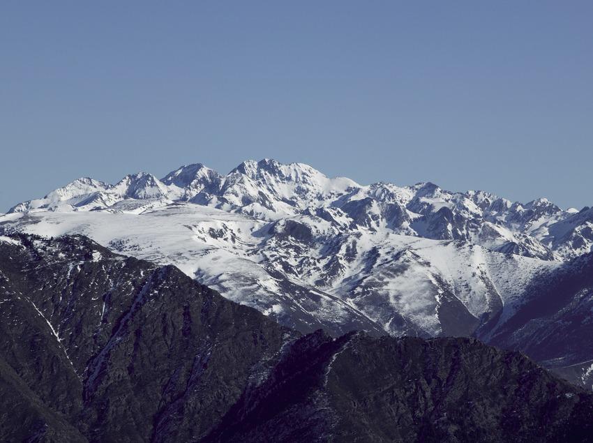 Vue des Pyrénées depuis la station de ski de Spot Esquí (Nano Canas)