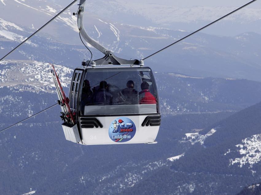 Ski lift at the La Molina Ski Resort (Nano Cañas)