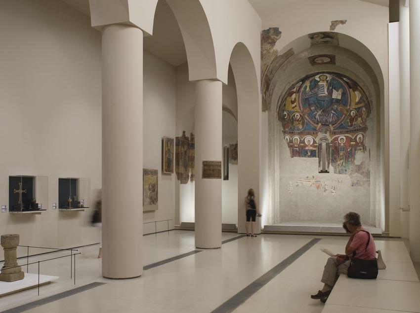 Sala dedicada al arte románico, ámbito 5, del Museu Nacional d'Art de Catalunya.