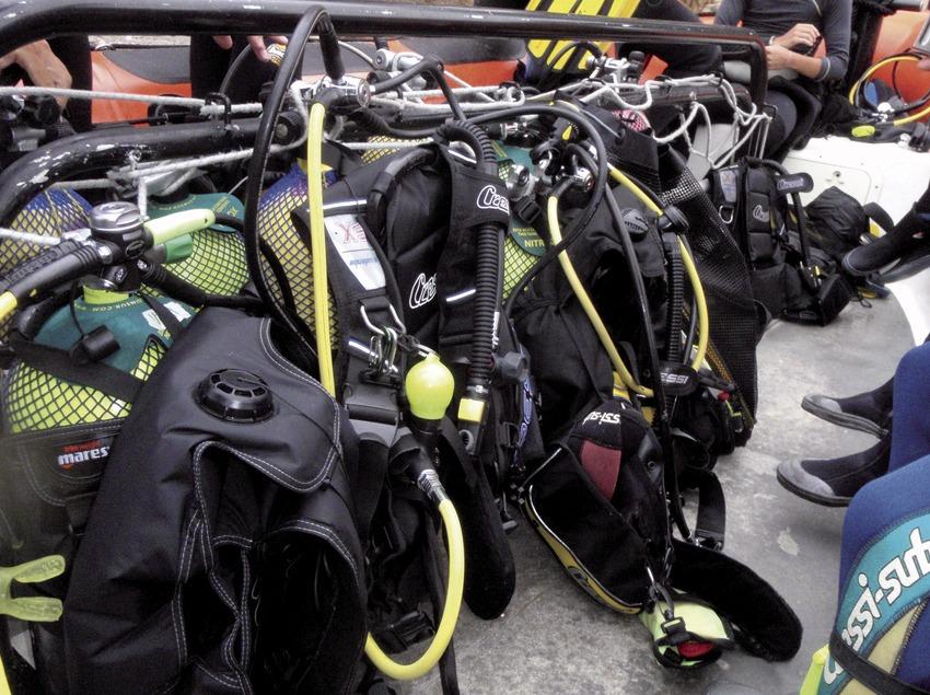 Todos los equipos bien preparados y estibados en la embarcación (Andreu Llamas. Editorial Anthias, S.L.)
