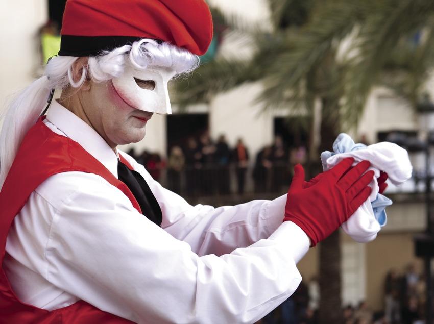 Rei carnestoltes i balcó d'autoritats durant el carnaval (Oriol Llauradó)
