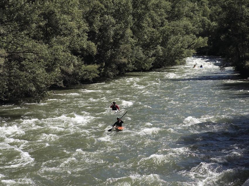Kayakistes pendant le Rallye international de la Noguera Pallaresa (Oriol Llauradó)