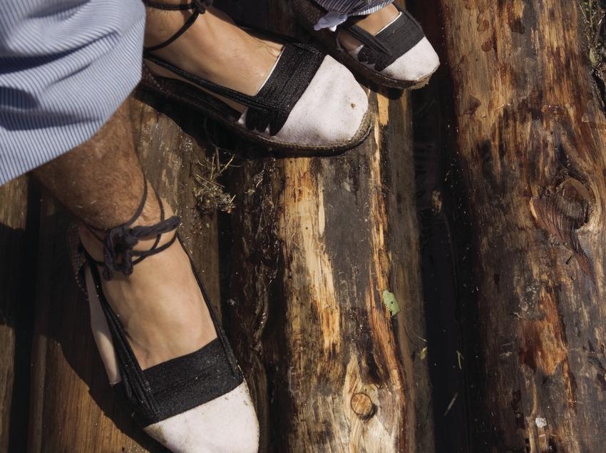 Detalle calzado tradicional de los almadieros (Oriol Llauradó)