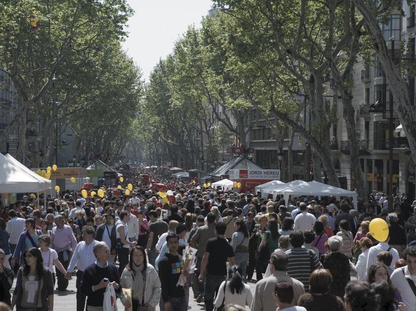 Las Ramblas durante la Diada de Sant Jordi (Oriol Llauradó)