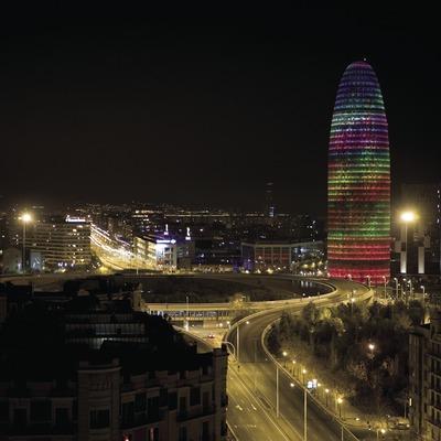 Platz Las Glòries und Agbar-Turm bei der Silvesterfeier 2007 (Oriol Llauradó)