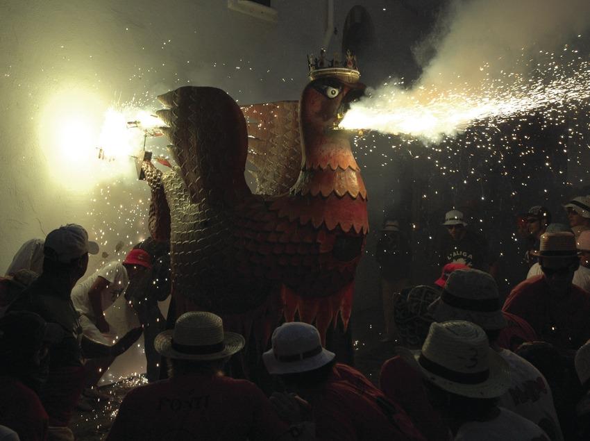 Diablos y bestias durante el correfoc de la Fiesta Mayor de Sant Bartomeu (Oriol Llauradó)