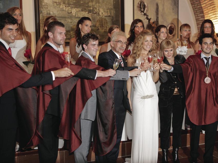 Brindis y cena con actores del programa Polònia durante la Semana del Cava (Oriol Llauradó)
