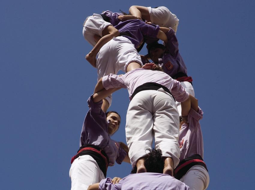 Actuación castellera durante la Fiesta de Santa Tecla
