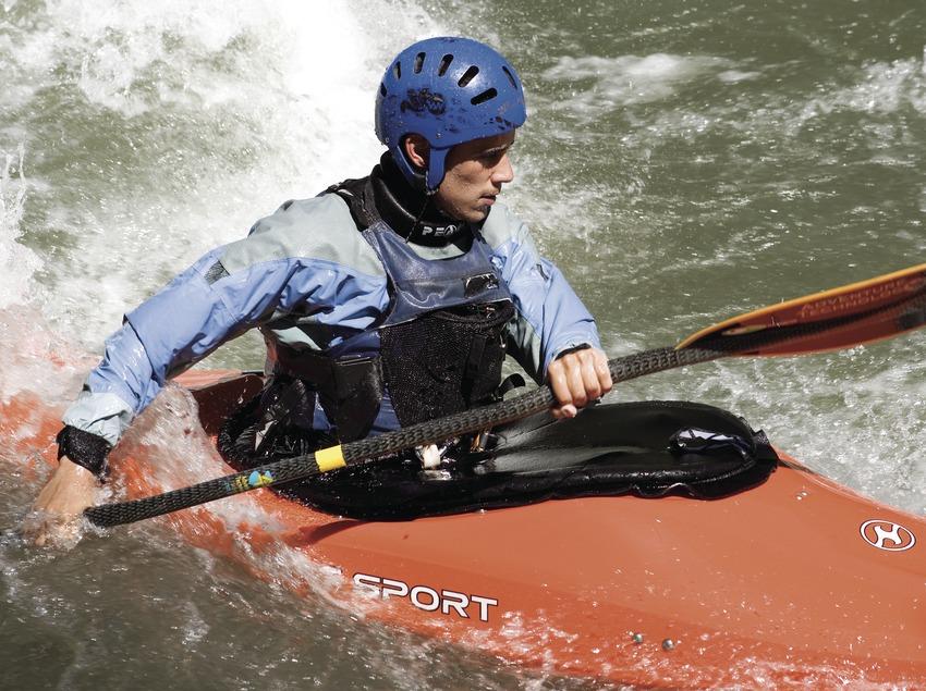 Байдарочник во время Международного «ралли» на реке Ногера-Пальяреза (Oriol Llauradó)