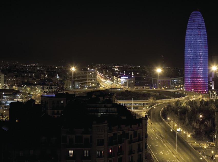 Plaza de las Glòries y Torre Agbar durante la celebración de Año Nuevo 2007 (Oriol Llauradó)
