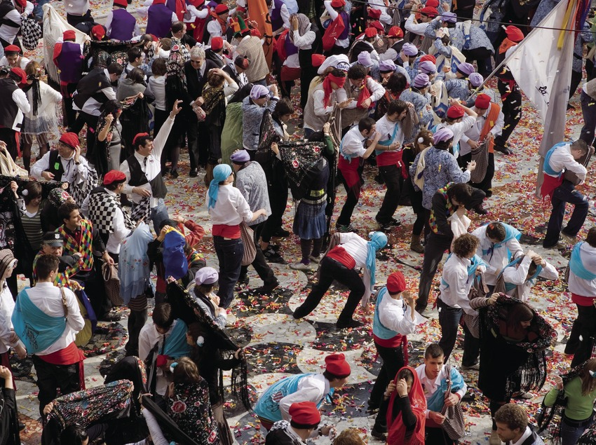 Participantes batalla de caramelos durante el Carnaval