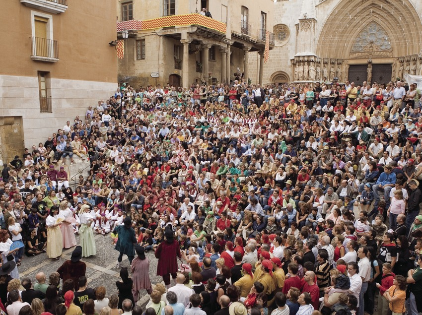 Theatre performance in front of the cathedral during the Festivities of Santa Tecla (Oriol Llauradó)