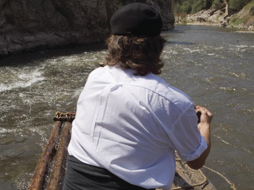 Плотогон на реке во время празднования Дня плотогонов