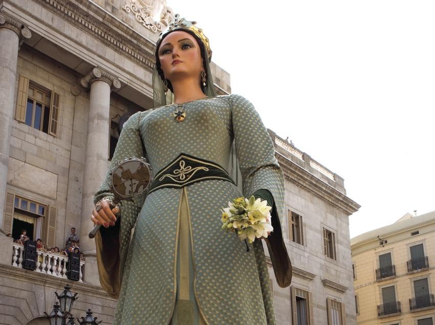 Gigantes en la plaza de Sant Jaume durante el pasacalles de las Fiestas de la Mercè (Oriol Llauradó)