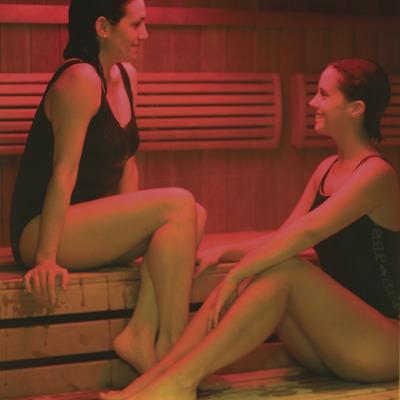 Chicas en las instalaciones termales del Resort & Spa Thalasso Termal del hotel Colon.  (Nano Cañas)