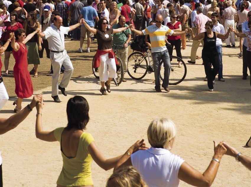 Sardanas en el Parque de la Ciutadella durante la Diada Nacional de Catalunya (Oriol Llauradó)