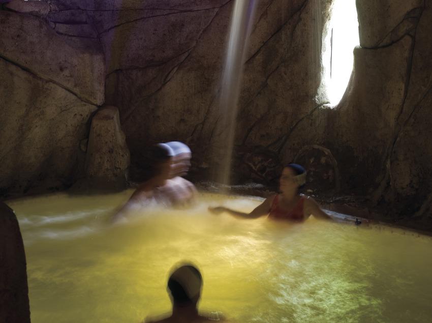 Wellness und Spa. Freizeit- und Thermalbad Aquatonic (Nano Canas)