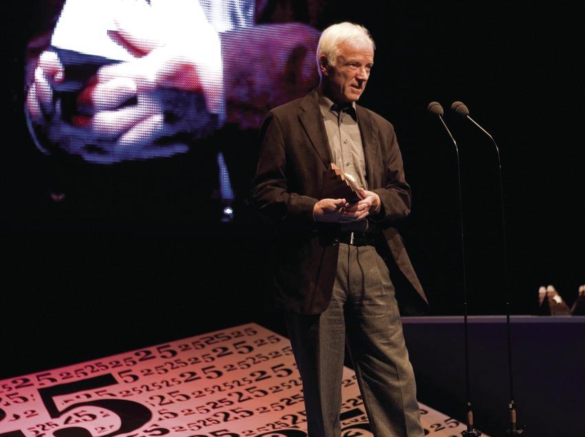 Richard Matthes reçoit le prix du jury pour Searching for the coast wolves au Festival international de cinéma de montagne et d'aventure. (Oriol Llauradó)